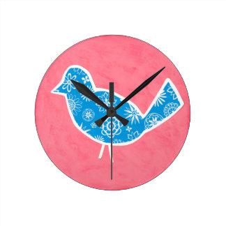 Oiseau décoratif avec des motifs sur l'arrière - pendule murale