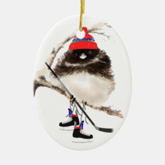 Oiseau mignon d'hockey dans le casquette, humour ornement ovale en céramique