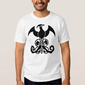 Oiseau noir de Phoenix sur les vignes de T-shirt