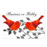 Oiseau rouge se reposant sur une branche carte de visite