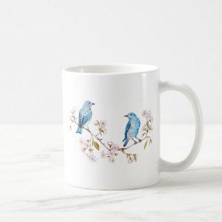 Oiseaux bleus de montagne sur la branche de Sakura Mug