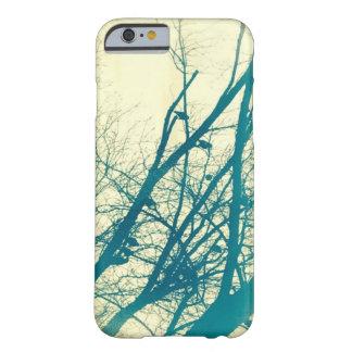 Oiseaux dans un coque iphone d'arbre