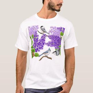 Oiseaux de jardin de jardin dans la chemise de t-shirt