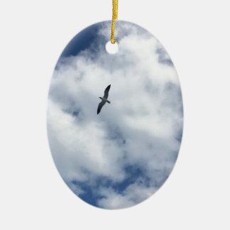 Oiseaux en nuages ornement ovale en céramique