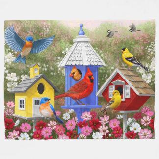 Oiseaux et volières colorés