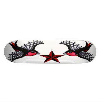 Oiseaux gothiques planches à roulettes customisées