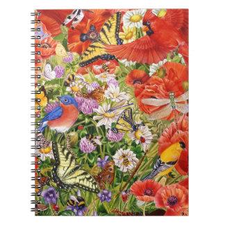 Oiseaux, papillons et carnet de notes à spirale