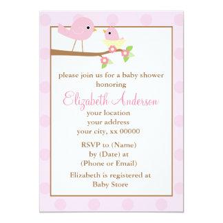Oiseaux roses dans un baby shower de nid carton d'invitation  12,7 cm x 17,78 cm