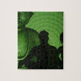 Ombre des humains devant Bouddha à la nuance verte Puzzle