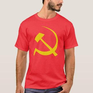 Or sur le T-shirt soviétique rouge de marteau et