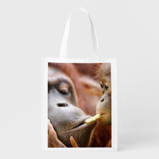 Orang-outan de mère et de bébé sac d'épicerie