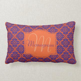 Orange et pourpre avec le monogramme coussin décoratif