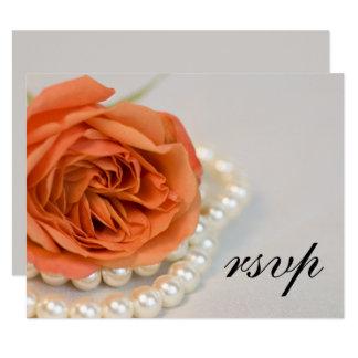 Orange rose et perles épousant la carte de réponse