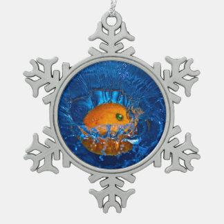 orange trempée en ornement d'eau-flocon de neige