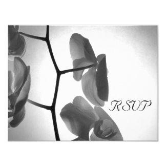Orchidées sur la tige épousant la carte de réponse