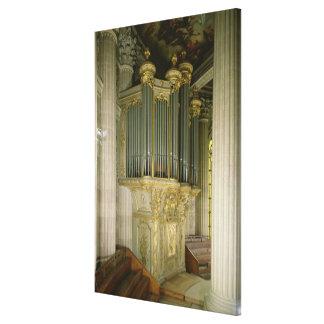 Organe dans la chapelle toiles
