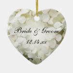 Ornement blanc de coeur de mariage d'hortensia