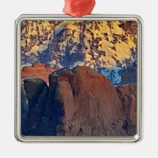 Ornement Carré Argenté art de falaises et de montagnes