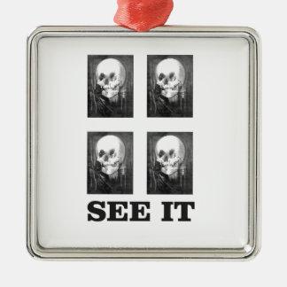 Ornement Carré Argenté art de quatre crânes