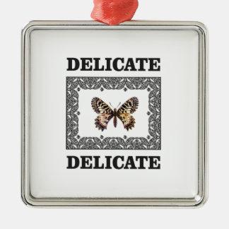 Ornement Carré Argenté art sensible de papillon