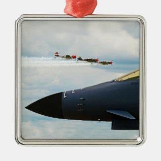 Ornement Carré Argenté Bombardier B-1 et combattants de 2ÈME GUERRE