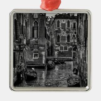 Ornement Carré Argenté Canal de bateau de gondole de Venise Italie