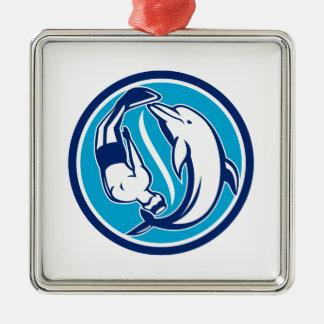 Ornement Carré Argenté Cercle libre de Yin Yang de plongeur et de dauphin