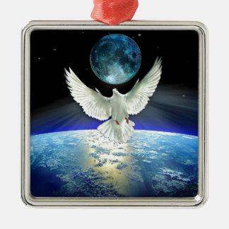 Ornement Carré Argenté Colombe de paix au-dessus de la terre de planète