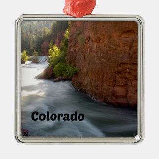 Ornement Carré Argenté Courant dans les Colorado Rockies