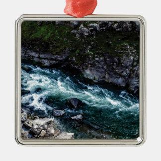 Ornement Carré Argenté courant d'eaux vertes