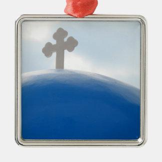 Ornement Carré Argenté Croix de Santorini pendant l'après-midi Sun