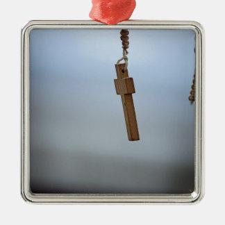 Ornement Carré Argenté Croix en bois