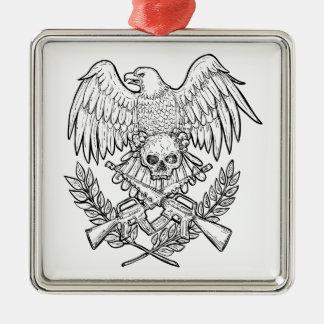 Ornement Carré Argenté Dessin de fusil d'assaut de crâne d'Eagle