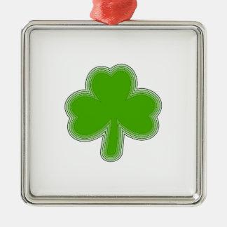 Ornement Carré Argenté Dessin du shamrock de Patrick de saint