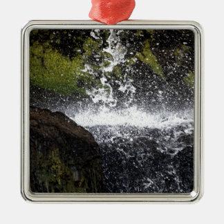 Ornement Carré Argenté Détail d'une petite cascade