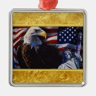 Ornement Carré Argenté Eagle chauve une statue de la liberté un drapeau