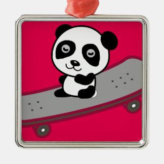 Ornement Carré Argenté Équitation de panda sur la planche à roulettes