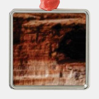 Ornement Carré Argenté falaises rouges posées de roche