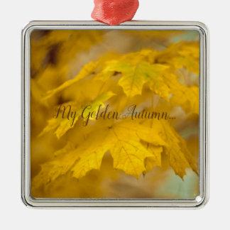 Ornement Carré Argenté Feuille jaune d'érable d'automne. Ajoutez-vous