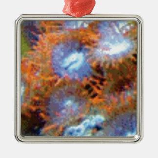 Ornement Carré Argenté fleurs oranges de doigt d'océan