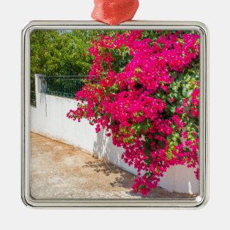 Ornement Carré Argenté Fleurs rouges de Bougainville fleurissant sur