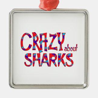 Ornement Carré Argenté Fou au sujet des requins