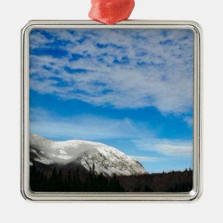 Ornement Carré Argenté Grand ciel bleu de montagnes blanches