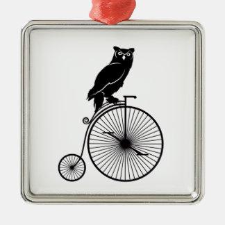 Ornement Carré Argenté Hibou se reposant sur un vélo