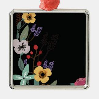 Ornement Carré Argenté Illustration florale sur l'arrière - plan noir