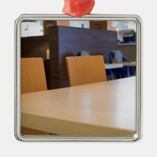 Ornement Carré Argenté Image brouillée du café intérieur