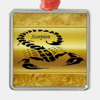 Ornement Carré Argenté Insecte très venimeux toxique de scorpion d'or