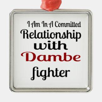 Ornement Carré Argenté Je suis dans un rapport commis avec Dambe Fighte