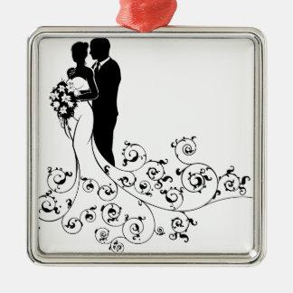 Ornement Carré Argenté Jeunes mariés épousant la silhouette nuptiale de
