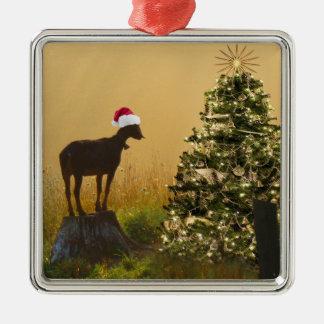 Ornement Carré Argenté La chèvre solitaire s'émerveille à l'arbre de Noël